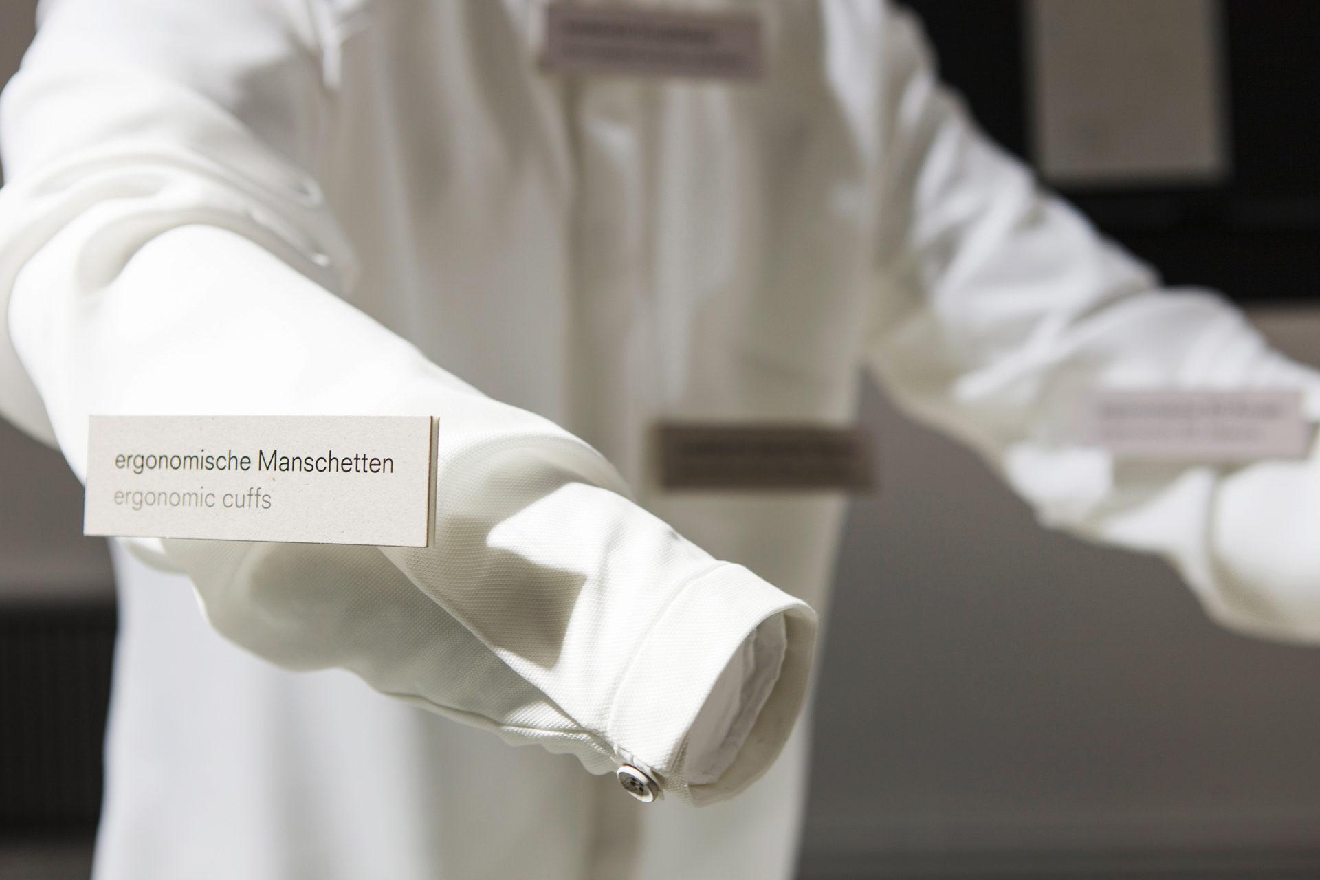 Ergonomisches Hemd als Projektbeispiel für urbane Produktion in der Ausstellung Future Factory, gemacht von Designerin Daryn Chook